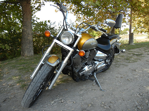 25b33e1770ff Egy ilyen csodába és a tulajdonosába botlottam bele az utolsó őszi hétvégék  egyikén. A motort '99 áprilisában vásárolta Magyarországon a jelenlegi ...