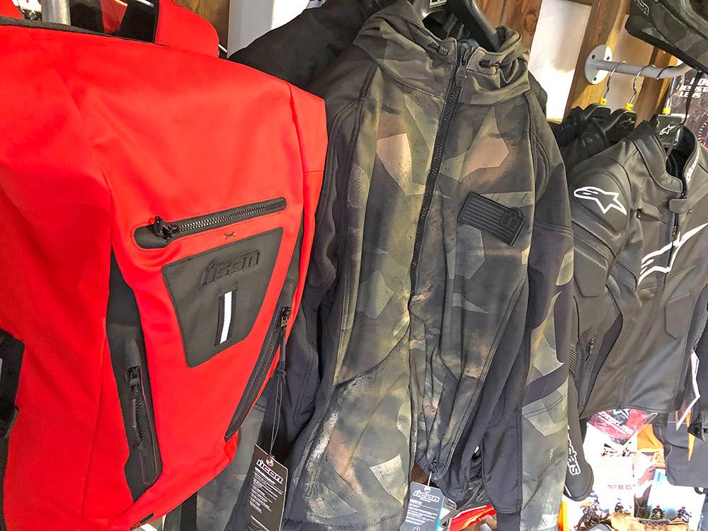 ICON Motoros hátizsákok, táskák, kabátok kifutó színben 20% kedvezménnyel, aktuális modellek 5% kedvezménnyel vihetőek illetve meg is rendelheted, ha épp nincs olyan szín az üzletben amilyet szeretnél.