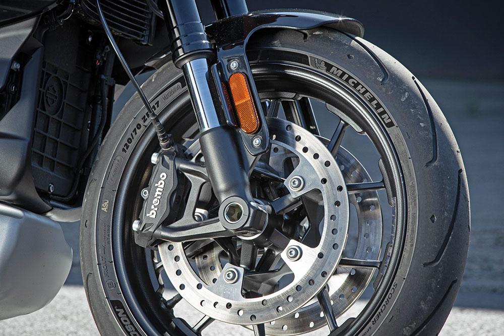 A motoros digitális őrangyal szerepét a Reflex Defensive Rider System (RDRS) tölti be, amely egy dőlésszenzorral ellátott kanyar ABS-ből, egy fékezéskor a hátsó kerék elemelkedését gátló rendszerből, egy kanyar-kipörgésgátlóból és egy fékezéskor, lassításkor a hátsó kerék megcsúszását gátló rendszerből áll.