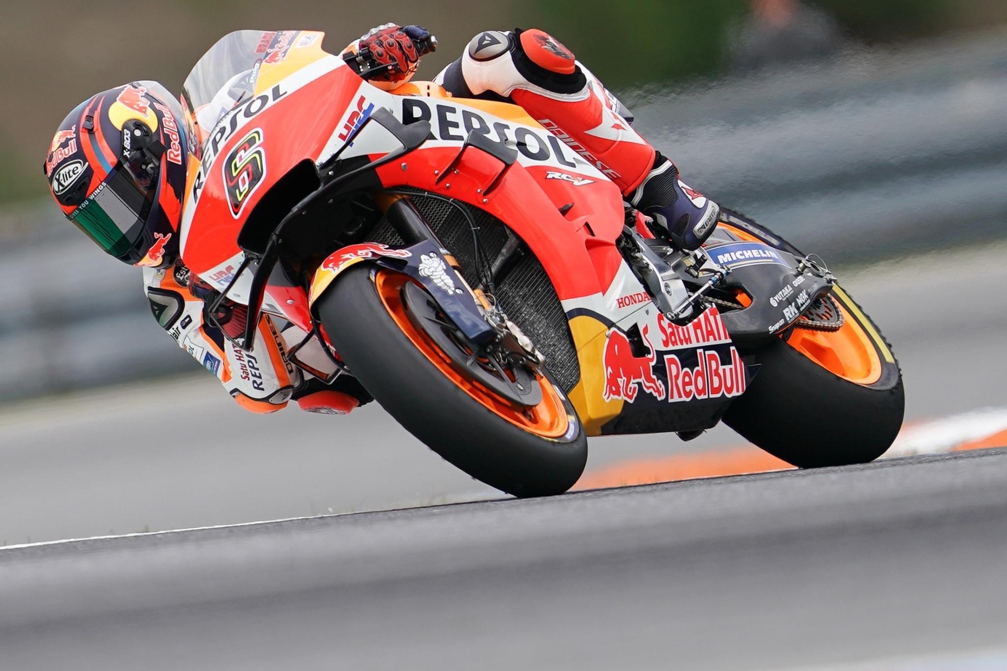 Stefan Bradl a Moto2 világbajnoka helyettesíti Marquezt. Kíváncsian várjuk mit alakít.