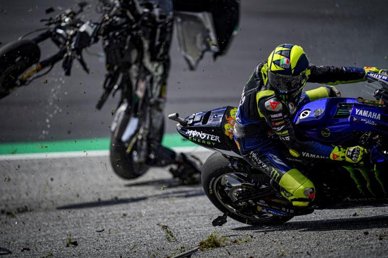 Centiken múlt, hogy semmi nem találta el Rossit